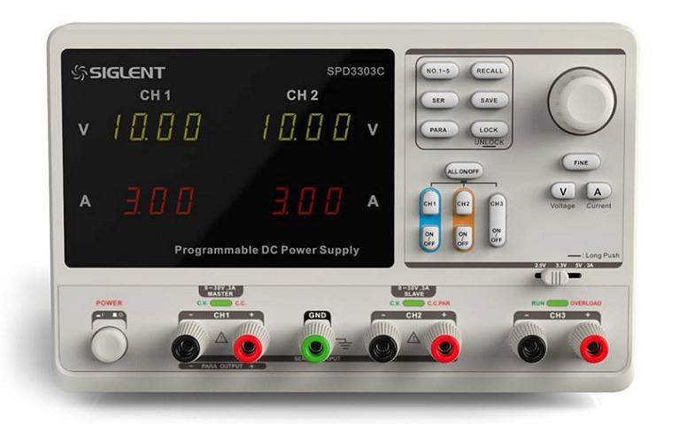 Siglent SPD3303C 2x30V 3A  Profi programmierbares Netzteil mit USB, Auflösung 10mV 10mA, Ansicht schräg von links