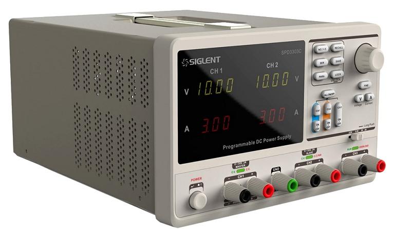 Siglent SPD3303C 2x30V 3A  Profi programmierbares Netzteil mit USB, Auflösung 10mV 10mA, Ansicht schräg von rechts