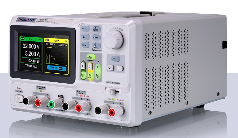 Siglent SPD3303X 2x32V 3.2A  Profi programmierbares Netzteil mit LAN & USB, Auflösung 1mV 1mA, Ansicht schräg von rechts