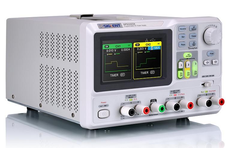 Siglent SPD3303X 2x32V 3.2A  Profi programmierbares Netzteil mit LAN & USB, Auflösung 1mV 1mA, Ansicht schräg von links