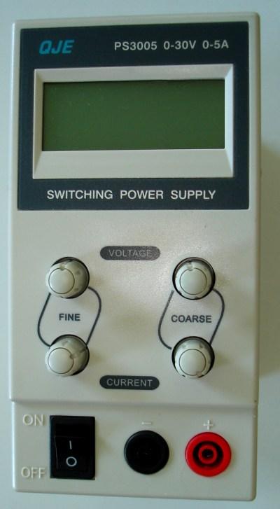 OJE PS3005 0-30V 0-5A leicht, AUS Zustand
