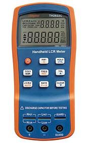 Tonghui TH2822C 100Hz-10kHz 4 Leiter Präzisions LCR Meter von vorn, erklärt von pinsonne-elektronik.de